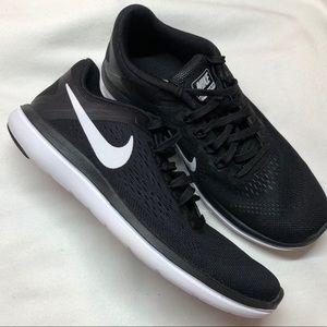 Nike Women Flex RN Black White Size 6
